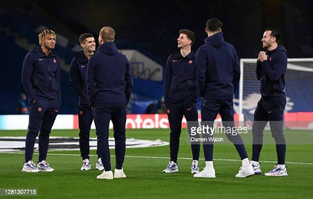 Mason Mount Ben Chilwell Christian Pulisic Timo Werner Kai Havertz and Reece James of Chelsea talk during a pitch inspection prior to the UEFA...