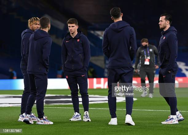 Mason Mount Christian Pulisic Ben Chilwell Kai Havertz and Reece James of Chelsea talk during a pitch inspection prior to the UEFA Champions League...