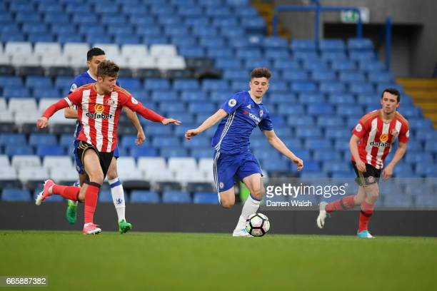 Mason Mount of Chelsea and Ethan Robson of Sunderland during a Premier League 2 match between Chelsea and Sunderland at Stamford Bridge on April 7...