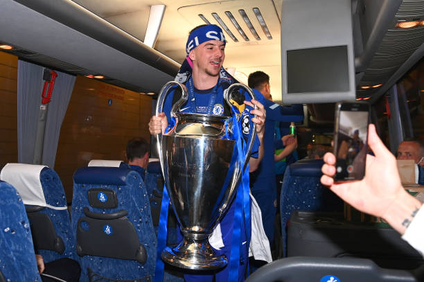 Mason Mount of Chelsea carries the Champions League trophy on the team bus following the UEFA Champions League Final between Manchester City and...