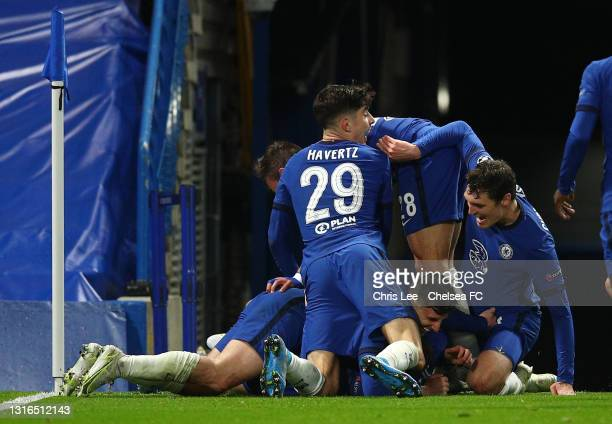 Mason Mount of Chelsea celebrates with teammates after scoring their team's second goal during the UEFA Champions League Semi Final Second Leg match...