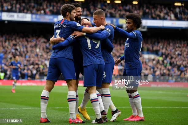 Mason Mount of Chelsea celebrates with teammates Marcos Alonso Olivier Giroud Willian and Ross Barkley after scoring his team's first goal during the...