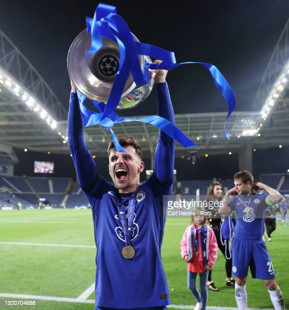 Mason Mount of Chelsea celebrates with the Champions League Trophy following their team's victory during the UEFA Champions League Final between...