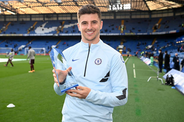 Mason Mount of Chelsea poses with the Player of the Season Award, as voted for by the fans ahead of the Premier League match between Chelsea and...