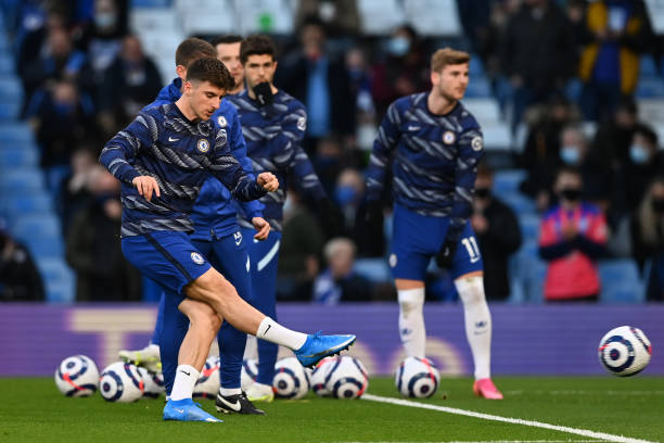 Mason Mount of Chelsea warms up ahead of the Premier League match between Chelsea and Leicester City at Stamford Bridge on May 18, 2021 in London,...