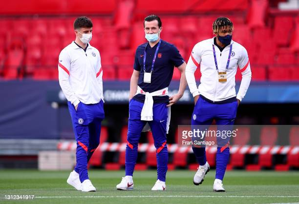 Mason Mount, Reece James and Ben Chilwell of Chelsea inspect the pitch prior to the UEFA Champions League Quarter Final Second Leg match between...