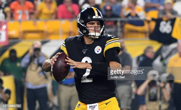 Mason Rudolph of the Pittsburgh Steelers drops back to pass in the first quarter during the game against the Cincinnati Bengals at Heinz Field on...