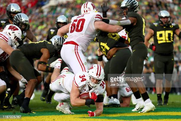 Mason Stokke of the Wisconsin Badgers scores a one yard touchdown against the Oregon Ducks during the third quarter in the Rose Bowl game presented...