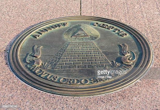 masonic symbol set into the sidewalk at freedom plaza on pennsylvania avenue, washington dc, usa - freedom plaza stock pictures, royalty-free photos & images