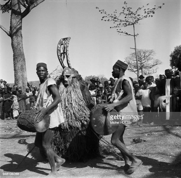 Masque de divertissement chez les Bobo de Dédougou au Burkina Faso vers 19501953 Masque de divertissement chez les Bobo de Dédougou au Burkina Faso...