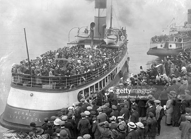 The tender Herald leaving a Liverpool quay and transporting passengers to the Zealandic a state emigration ship bound for Australia