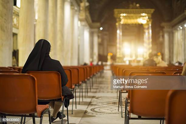 mass in san giovanni laterano basilica, rome italy - catholic church christmas stock photos and pictures