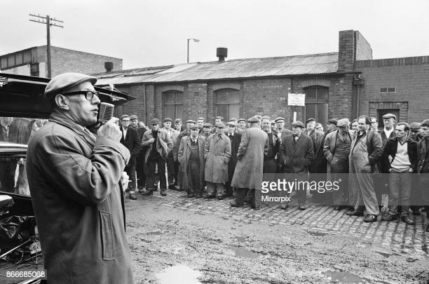 Mass meeting held by joint union strikers on the Liverpool waterfront during the ongoing seamans strike Picture shows A union official speaking to a...