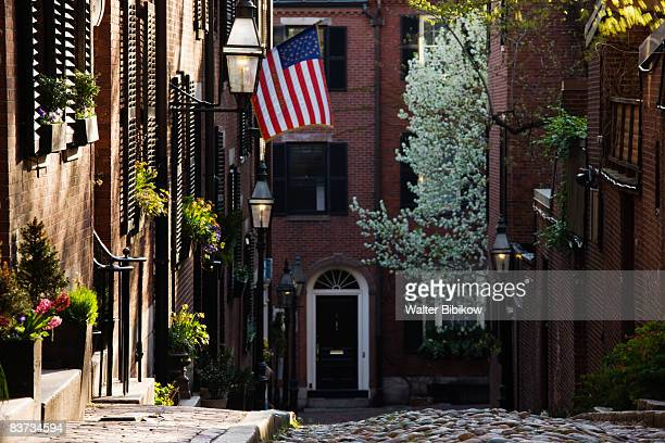 massachusetts, boston, beacon hill, acorn street - acorn street boston stock pictures, royalty-free photos & images