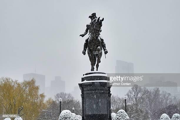 USA, Massachusetts, Boston, Boston Public Garden, Statue of George Washington on horse in winter