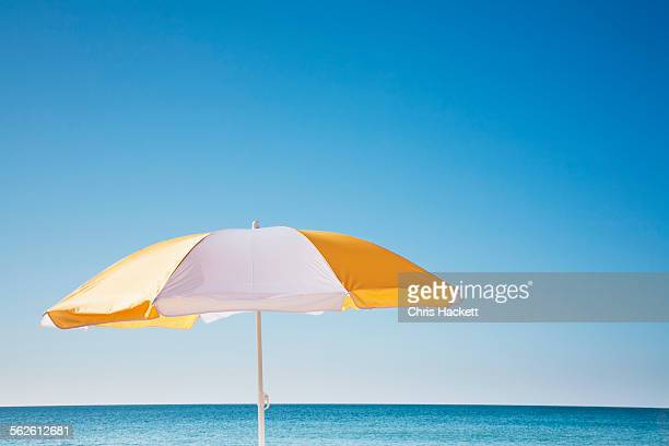 usa, massachusetts, nantucket, beach umbrella by sea - sombrilla de playa fotografías e imágenes de stock