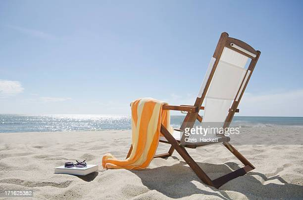 usa, massachusetts, nantucket island, sun chair on sandy beach - cadeira recostável - fotografias e filmes do acervo