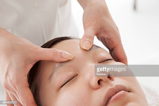 massage of face for woman in spa salon - body massage japan stock pictures, royalty-free photos & images