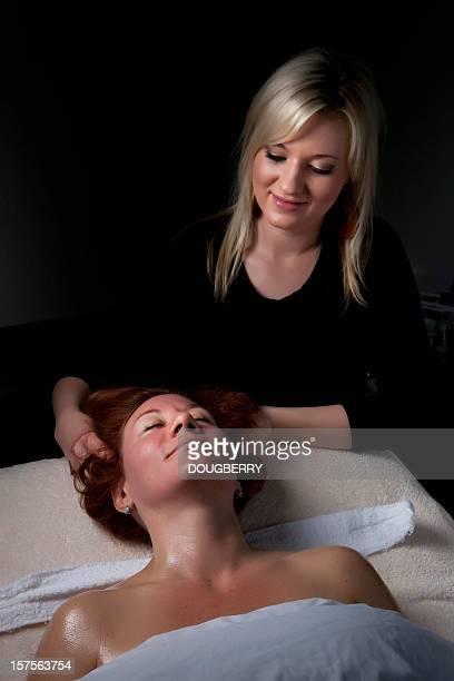 massaggio - estetista foto e immagini stock