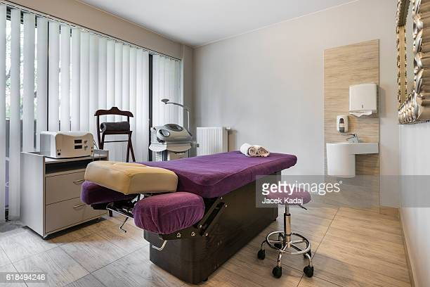 massage room interior - images of massage rooms stock-fotos und bilder
