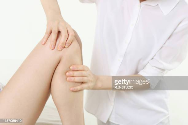 massage therapist giving leg massage to woman - body massage japan stock pictures, royalty-free photos & images