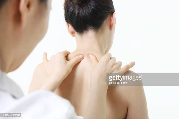 massage therapist giving shoulder massage to woman - body massage japan stock pictures, royalty-free photos & images