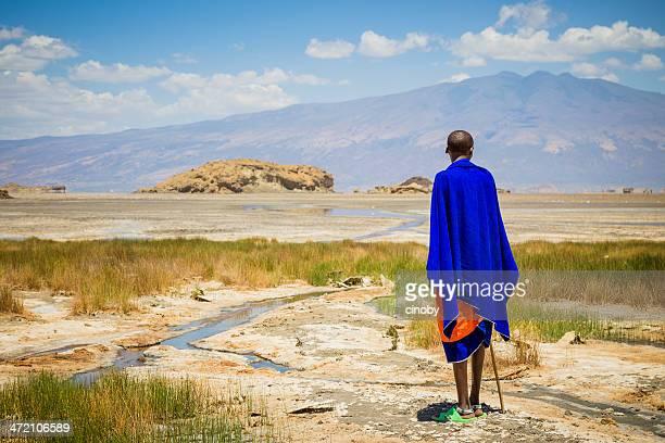 massai sur le lac natron-tanzanie - guerrier massai photos et images de collection