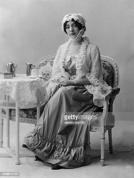 Massary Fritzi singer actress Austria *21031882 Portrait in the role as Lola Montez in the operetta 'Die Studentengraefin' Composer Leo Fall...