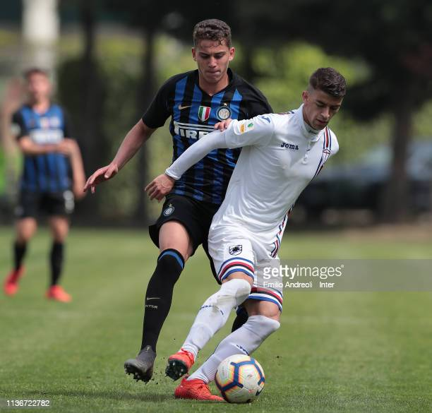 Massimiliano Doda of UC Sampdoria is challenged by Sebastiano Esposito of FC Internazionale during the Serie A Primavera match between FC...