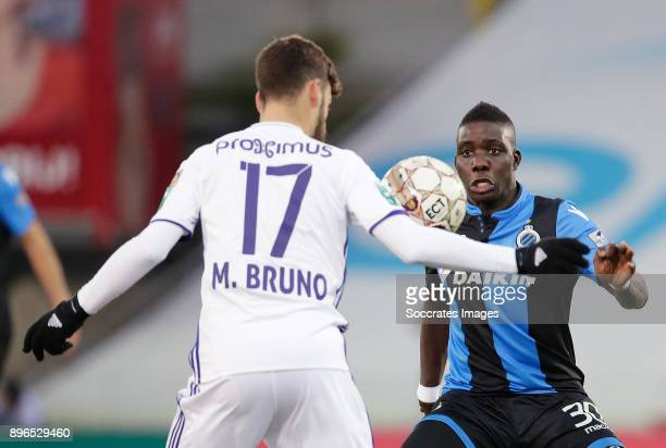 Massimo Bruno of RSC Anderlecht Marvelous Nakamba of Club Brugge during the Belgium Pro League match between Club Brugge v Anderlecht at the Jan...