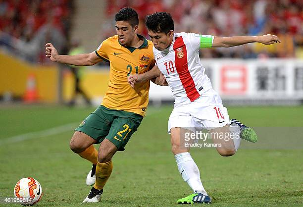 Massimo Luongo of Australia and Zheng Zhi of China challenge for the ball during the 2015 Asian Cup match between China PR and the Australian...