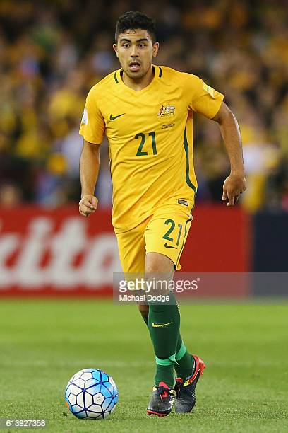 Massimo Luongo of the Socceroos looks upfield during the 2018 FIFA World Cup Qualifier match between the Australian Socceroos and Japan at Etihad...
