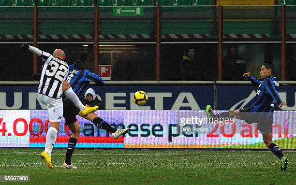 Massimo Maccarone of Siena scores his team's first goal during the Serie A match between Inter Milan and Siena at Stadio Giuseppe Meazza on January 9...