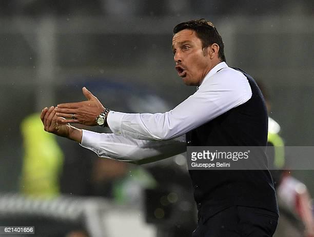 Massimo Oddo head coach of Pescara Calcio during the Serie A match between Pescara Calcio and Atalanta BC at Adriatico Stadium on October 26 2016 in...