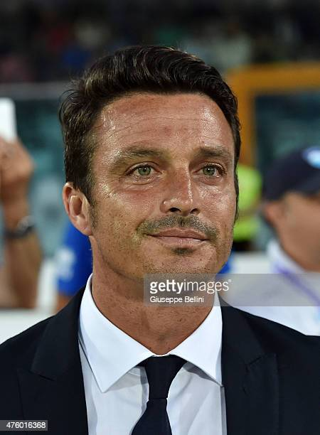 Massimo Oddo head coach of Pescara looks on during the first leg of the Serie B playoff final match between Pescara Calcio and Bologna FC at...
