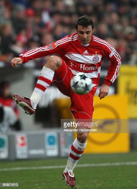 Massimo Oddo of Muenchen controls the ball during the Bundesliga match between FC Bayern Muenchen and Energie Cottbus at the Allianz Arena on...