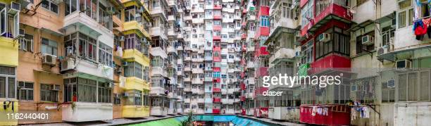 massive apartment building panorama, hong kong - esplosione demografica foto e immagini stock