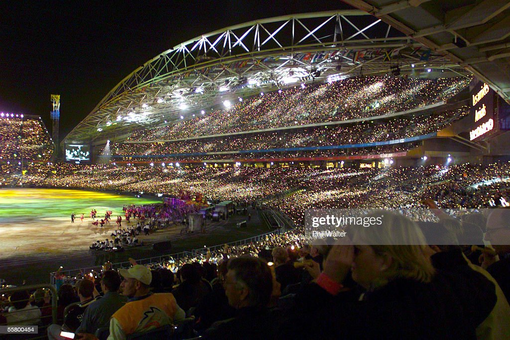 A massive crowd of around 110,000 people watch the : News Photo