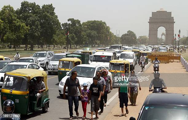 Massive traffic jam at Rajpath infront of India Gate due to traffic restrictions put in place during Chinese Premier Li Keqiang's visit on May 20...