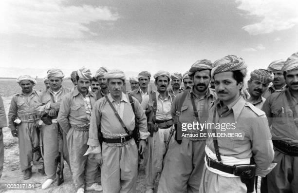 Massoud Barzani, leader autonomiste du Parti Démocratique du Kurdistan, à la tête de ses troupes. Il est en marche vers la frontière irakienne afin...