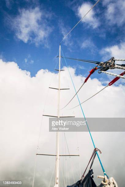 mast of large maxi sailing yacht with cloudy sky - sail boom stock pictures, royalty-free photos & images