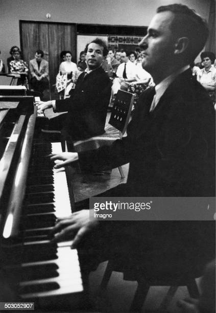 Master classes for piano. Led by Austrian pianist Paul Badura-Skoda. Vienna. About 1960. Photographie by Franz Hubmann.