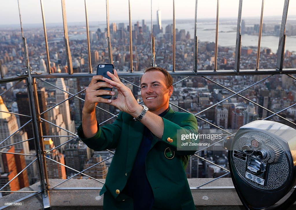 2015 Masters Champion Jordan Spieth Visits The Empire State Building : News Photo