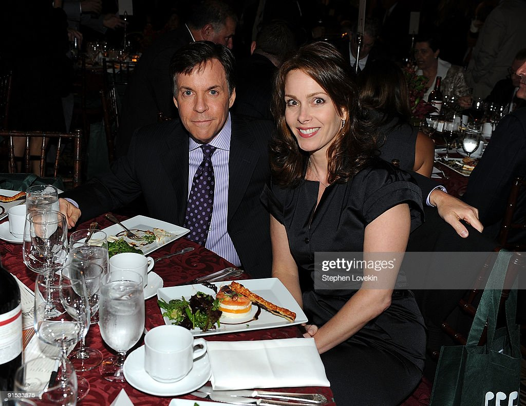 2009 Great Sports Legends Dinner to Cure Paralysis - Inside : News Photo