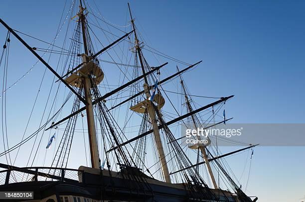 masts d'un navire à voiles - ogphoto photos et images de collection