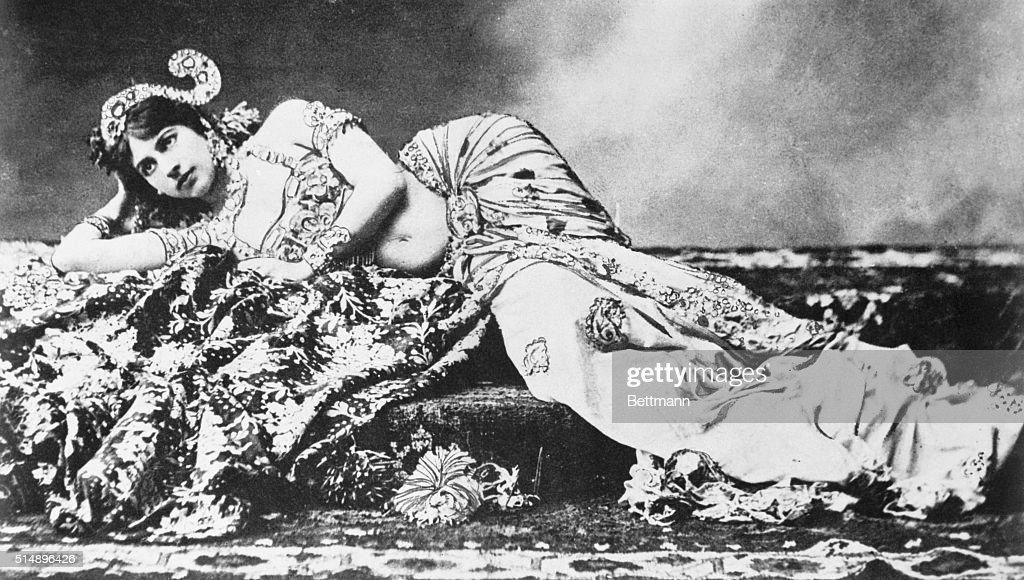 Portrait of Mata Hari Reclining on Her Side : News Photo