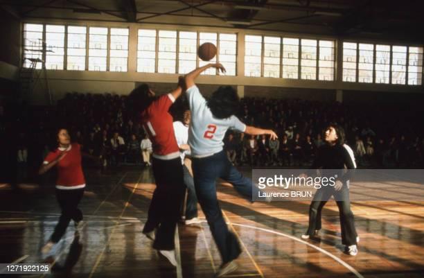 Match de basket en lycéennes à Kaboul, en 1972, Afghanistan.
