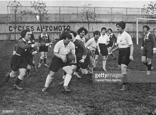 Match of Barette, or Women's Rugby, in progress in Paris.