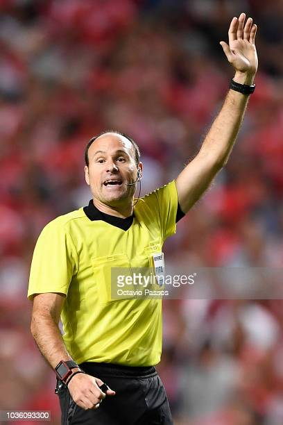 Match referee Antonio Mateu Lahoz gestures during the Group E match of the UEFA Champions League between SL Benfica and FC Bayern Muenchen at Estadio...