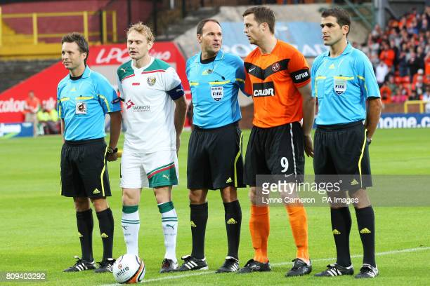 Match Referee Antonio Miguel Mateu Lahoz with Slask Wroclaw's captain Sebastian Mila and Dundee United's captain Jon Daly